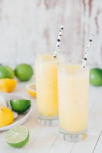Suis notre recette de citronnade détox...