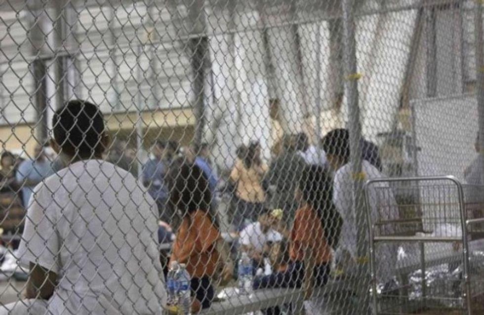 Cette vidéo poignante montre comment les États-Unis enferment les enfants migrants dans des cages
