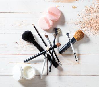 ¿Cómo limpiar las brochas de maquillaje?