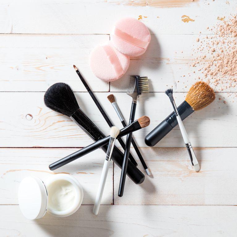 8545a4b64 ¿Cómo limpiar las brochas de maquillaje?