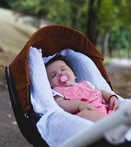 Couvrir la poussette de bébé quand il fait chaud : un geste dangereux à ne surto
