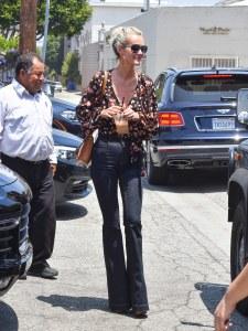 En total look bohème, Laeticia Hallyday fait un sans faute ! (Photos)