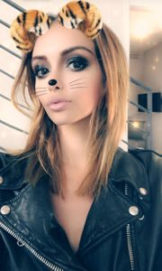 Nabilla et ses cheveux au carré sur Snapchat