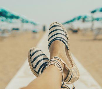 5 scarpe estive fresche e comode per chi non ama sandali e piedi nudi