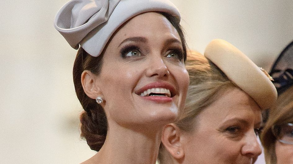 En visite à Londres, Angelina Jolie attire tous les regards dans un look très british
