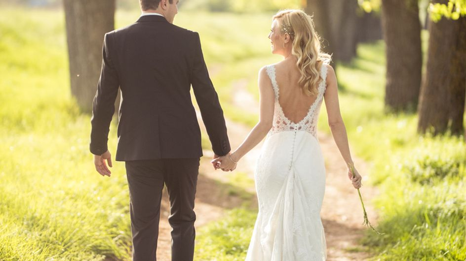 Après avoir fait le pacte de se marier à 50 ans s'ils sont toujours célibataires, ils tiennent leur promesse !
