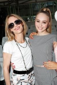 Lily-Rose Depp au défilé Chanel haute-couture automne-hiver 2018-2019