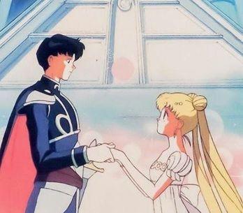 Potere del cristallo di luna: l'anello nuziale di Sailor Moon che ci fa impazzir