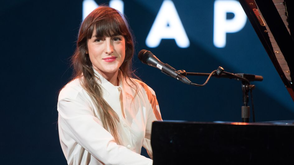 """Juliette Armanet nous touche en plein coeur avec """"A la folie"""" (vidéo)"""