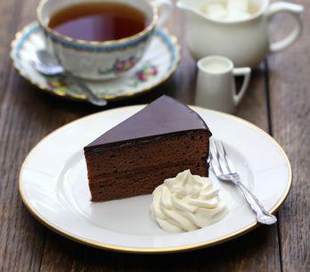 Cómo hacer tarta Sacher: la receta de la famosa tarta de chocolate austriaca