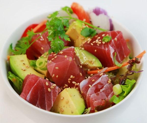 Un\u0027insalata dal sapore nipponico, il cui protagonista è il tonno rosso.  Veloce da preparare e prelibata, è un\u0027idea perfetta per una raffinata cena  estiva.