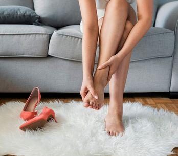 Piedi gonfi: cause e rimedi per i piedi gonfi e doloranti