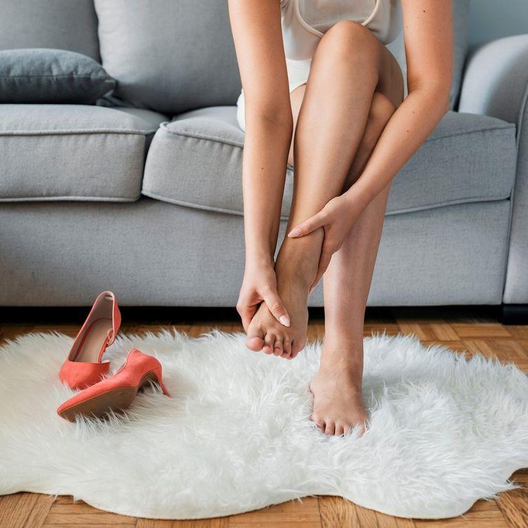 Gambe stanche e pesanti? 10 rimedi naturali per avere gambe più leggere.