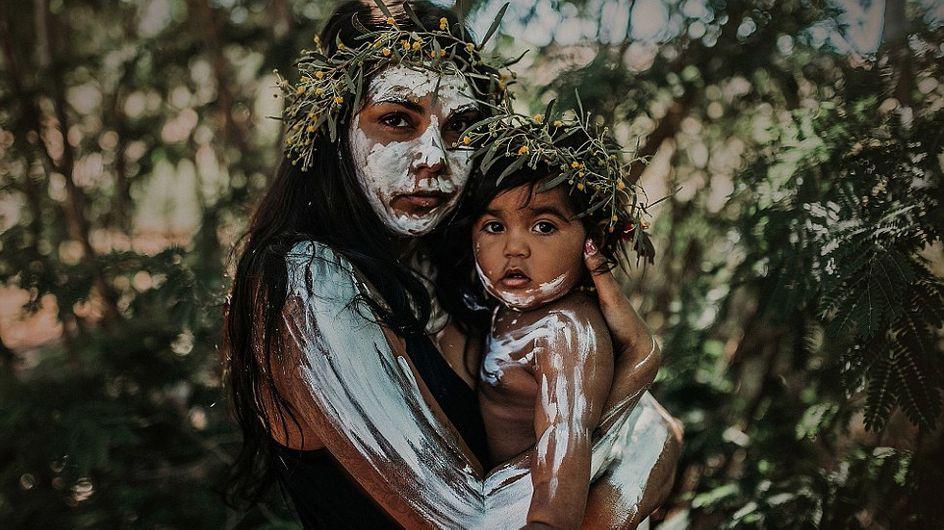 Cette photographe rend hommage à sa culture autochtone et à la maternité