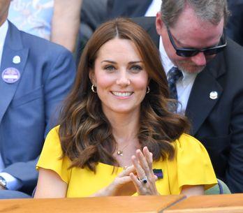 En petite robe jaune moulante, Kate Middleton fait sensation à Wimbledon