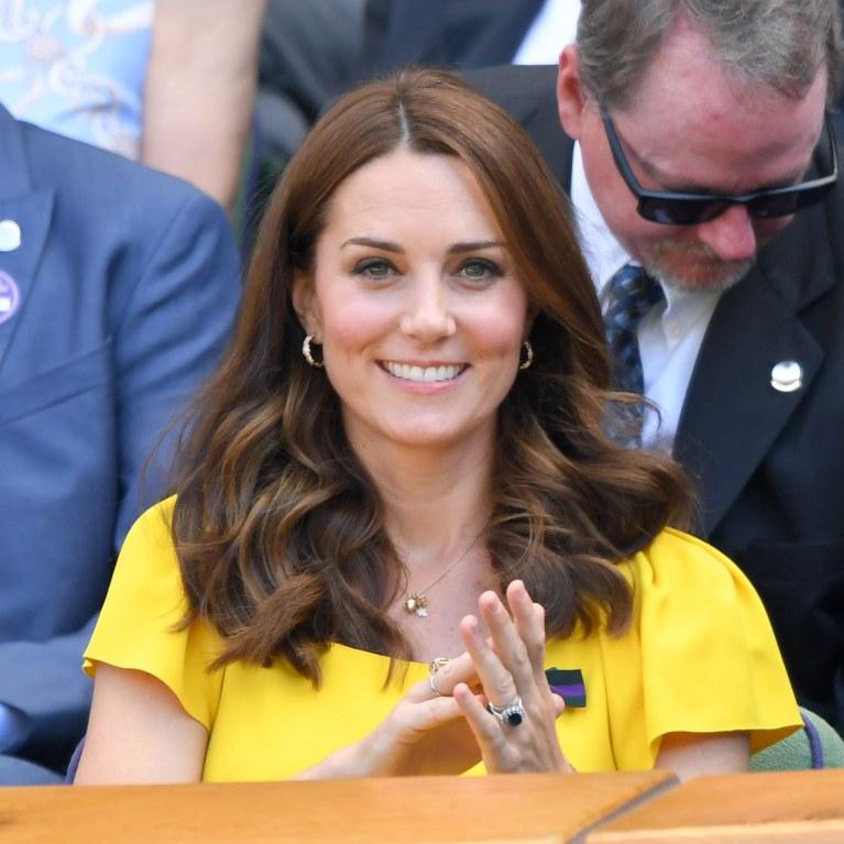 43dbd4f49f00 En petite robe jaune moulante, Kate Middleton fait sensation à Wimbledon