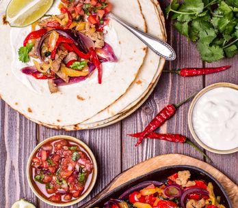Cómo hacer fajitas de pollo: la receta para darte un festín mexicano