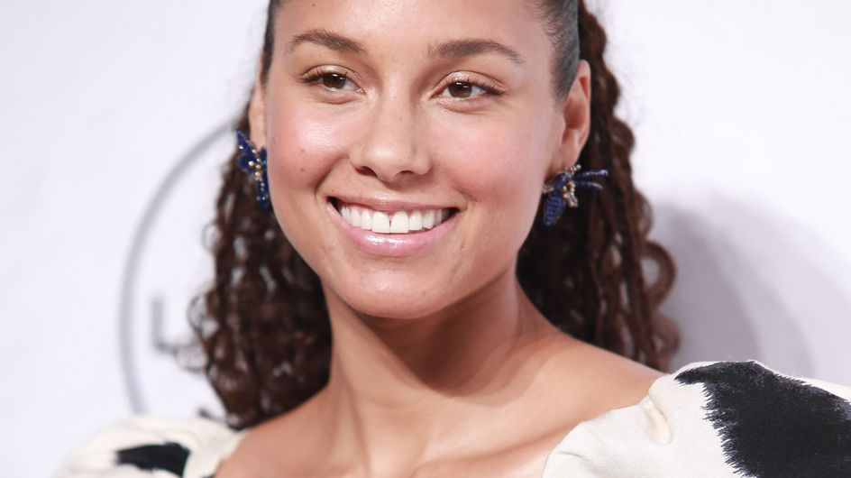 Sublime ! Alicia Keys a craqué pour un carré ultra-court rouge (Photo)