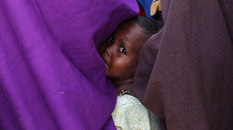 """Inhumain ! Une fillette décède des suites des """"traditionnelles"""" mutilations génitales"""