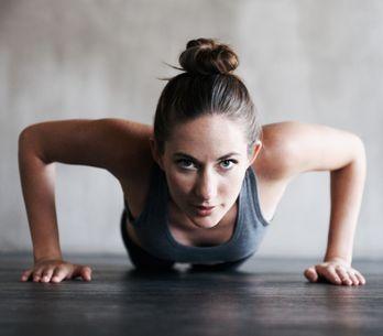 Burpees: qué son, cómo hacerlos y rutinas para ponerte en forma
