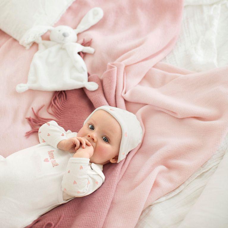ccfa2025ba1d5 Quels vêtements choisir pour un bébé prématuré