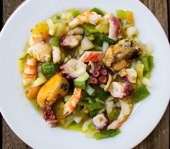 ¿Cómo se cocina el salpicón de marisco? 3 recetas refrescantes