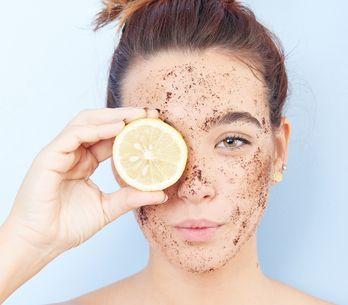 Scrub viso fai da te: come realizzare uno scrub fatto in casa adatto alla tua pe