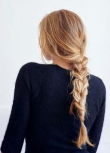 Frisuren ohne Föhnen: Lockerer Flechtzopf
