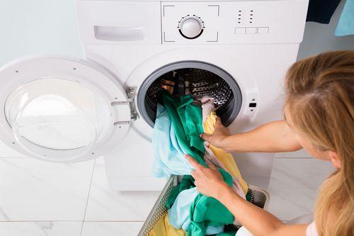 Bekannt Wäsche stinkt nach dem Waschen: DAS hilft wirklich! BL28