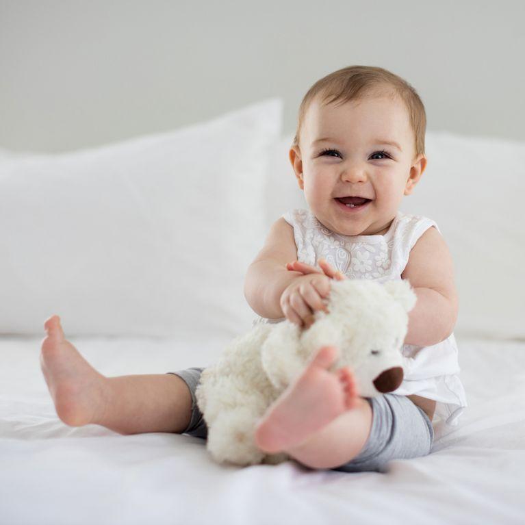 Baby 3 monate sitzend halten