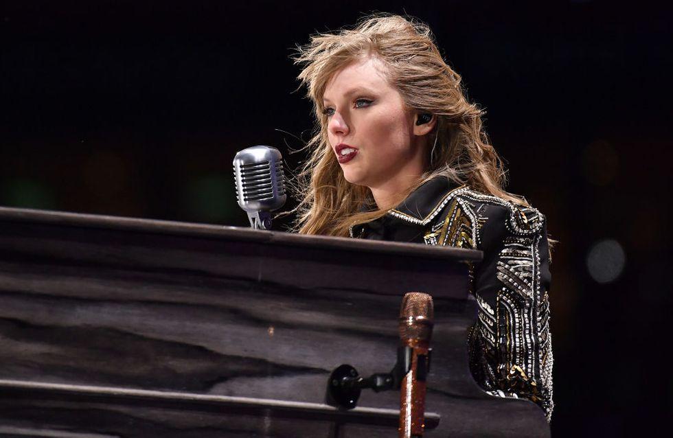 Taylor Swift s'arrête en plein concert pour évoquer un douloureux souvenir (vidéo)