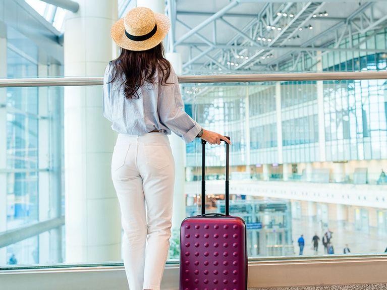 Du Für FlugreisenDas Flugzeug Outfit Anziehen Solltest Tipps Im Yb7y6gfv