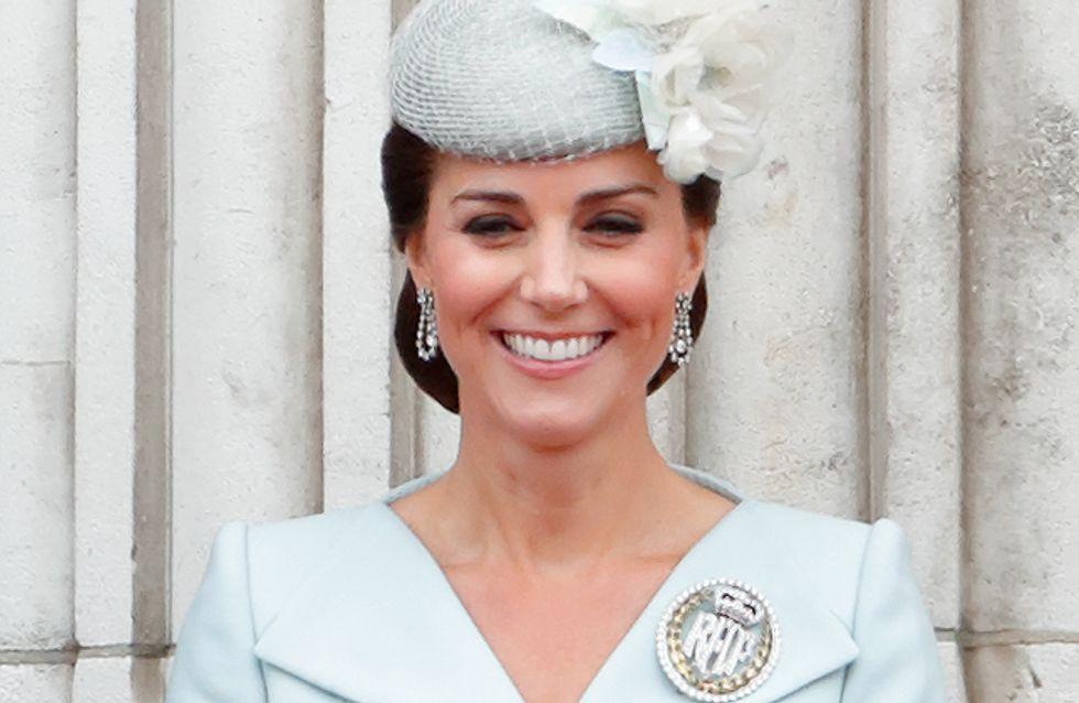 Kate Middleton fait son retour aux côtés de la reine et elle est radieuse !