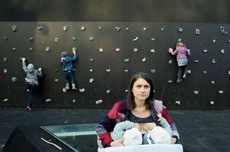 Cette série de photos prouve qu'une maman devrait allaiter n'importe ou et n'importe quand