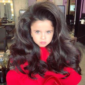 Les cheveux de cette petite fille de 5 ans, affolent la Toile (photos)