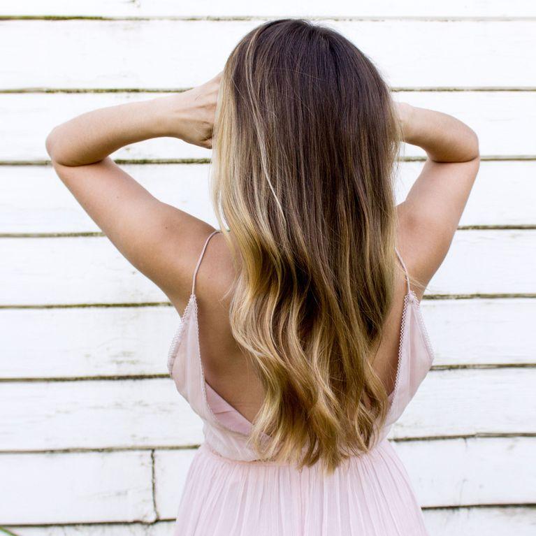 dunkler ansatz blonde strähnen