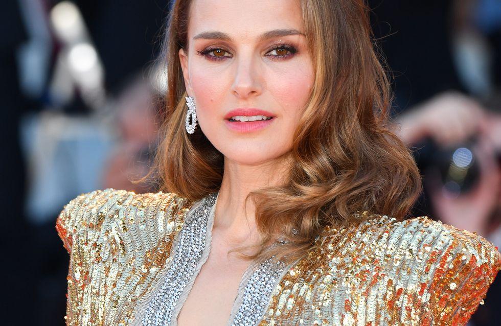 Natalie Portman, très chic dans une somptueuse robe à sequins dorés
