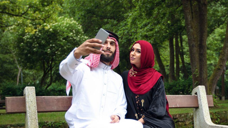 Un homme arrêté en Arabie Saoudite car il se filmait en train de déjeuner avec une femme (vidéos)
