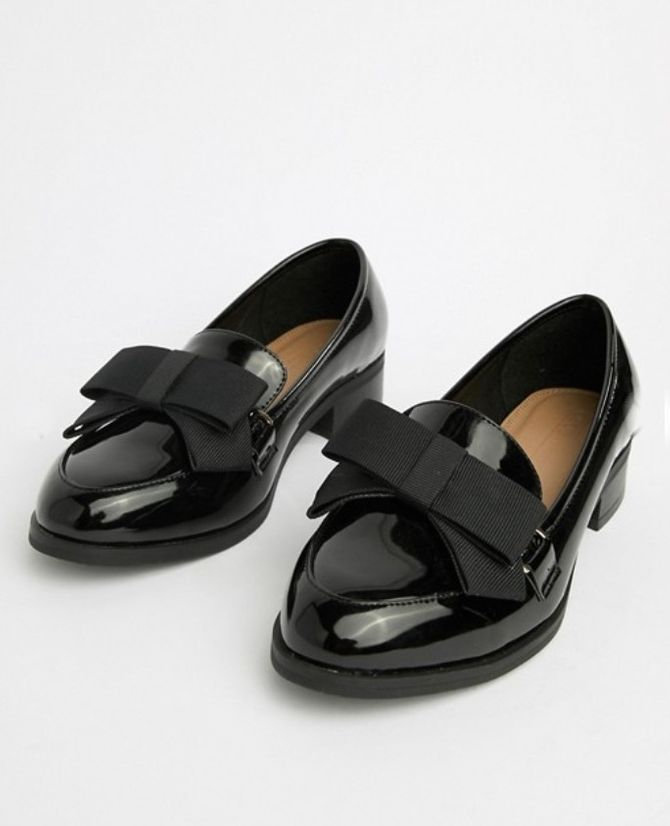 Chaussures plates pointure large ornées d'un nœud, Asos, 38,99 €