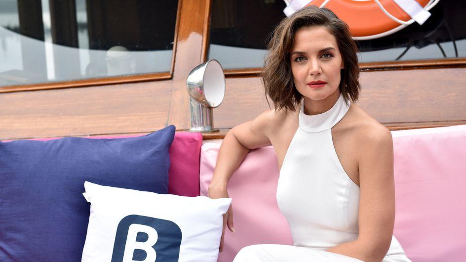 Katie Holmes s'inspire de Meghan Markle avec cette robe blanche glamour