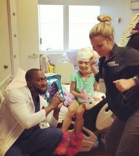 On vous présente Dancing Doc, le médecin préféré des enfants malades (vidéos)
