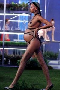 Slick Woods enceinte au défilé Savage x Fenty de Rihanna