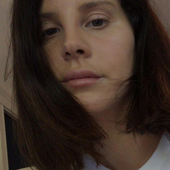 Lana Del Rey se dévoile au naturel sur Instagram (photos)