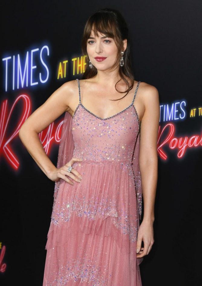 Dakota Johnson sublime en robe rose pour l'avant-première de son nouveau film
