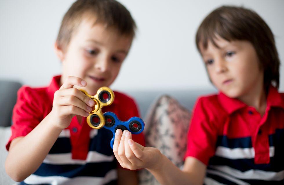 Un enfant de 2 ans meurt après avoir avalé la pile d'un hand spinner