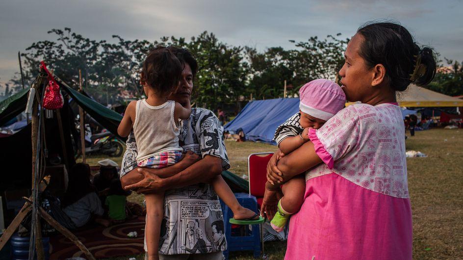 Indonésie : un petit garçon retrouve ses parents une semaine après le tsunami