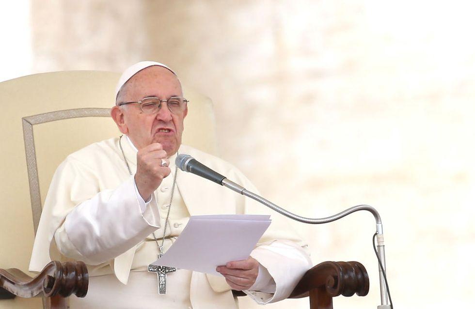 Lamentable ! Pour le pape, l'IVG revient à avoir recours à un tueur à gages