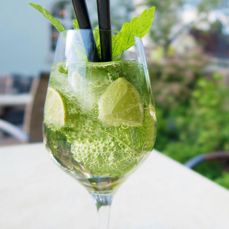 Do It Yourself: So Einfach Kannst Du Einen Hugo-Cocktail