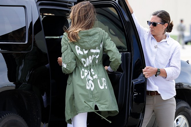 Melania Trump en visite aux enfants migrants