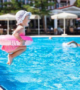 Estos accesorios ayudarán a tu bebé a aprender a nadar